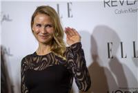 Actress Renee Zellweger waves at the 21st annual ELLE Women in Hollywood Awards in Los Angeles, California October 20, 2014.  REUTERS/Mario Anzuoni  (UNITED STATES - Tags: ENTERTAINMENT) (File: 2014-10-21T075654Z_1790422278_GM1EAAL188T01_RTRMADP_3_USA-ENTERTAINMENT.JPG )