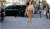 Kim Kardashian and Kris Jenner are seen shopping on Avenue Montaigne in Paris, France on September 27, 2104. Photo by ABACAPRESS.COM  | 468319_024 Paris France